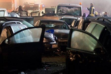 В Санкт-Петербурге на КАД произошло массовое ДТП. Столкнулись не менее 10 автомобилей.