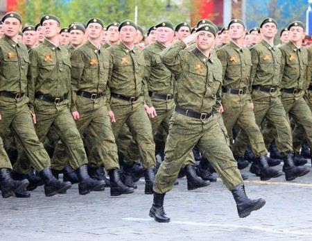 Погоны на полевой форме военных в России могут вернуть на плечи.