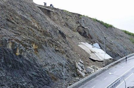 В Приморском крае из-за срывов срока строительства к саммиту АТЭС и невыполнения бюджета уволили чиновника.