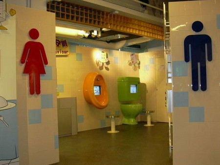 Сегодня отмечается всемирный день туалета. В Москве по этому поводу общественные уборные решили снабдить электронными ключами и связью