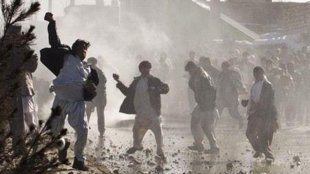 В столице Афганистана Кабуле взрыв прогремел у посольства США и Великобритании. Сколько погибших и пострадавших?