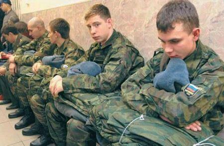 Депутаты намерены потребовать от Шойгу увеличить срок службы в армии до 1,5 лет.