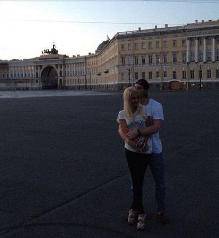 41-летняя Лера Кудрявцева собралась замуж за 25-летнего хоккеиста.