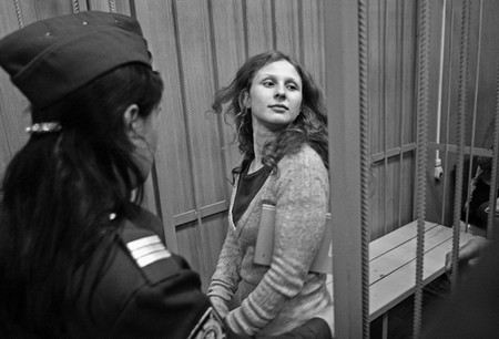 Участница панк-группы Pussy Rio, Мария Алехина, осужденная за хулиганство, теперь будет отбывать наказание в одиночной камере в колонии города Березники Пермского края.