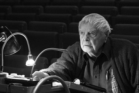 Режиссер Юрий Любимов чувствует себя лучше и уже начал работать.