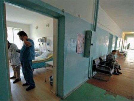 Охранник в маске Деда Мороза убил пациента в Вологодской областной больнице.