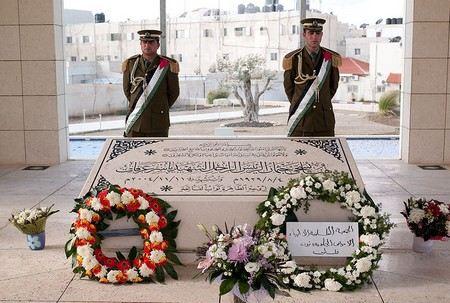 На Западном берегу реки Иордан в городе Рамаллахе началась эксгумация лидера Палестины Ясира Арафата
