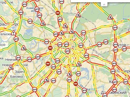 Последствия снегопада в Москве: Затруднено движения транспорта, увеличилось количество аварий.