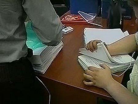В Екатеринбурге в ходе обыском по делу о незаконных кредитах в банках на сумму в 3 млрд рублей изъяты документы.