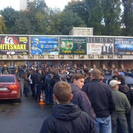 Российская футбольная премьер-лига опровергла информацию о том, что билеты на футбол будут продаваться по паспорту.