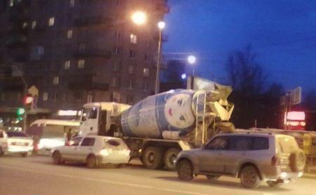 «Пулково-1» сломалась установка по подаче бетона и залила составом 10 автомобилей.