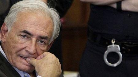Экс-глава МВФ Стросс-Кан смог помириться с горничной, которая обвиняла его в изнасиловании.