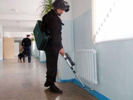 В Москве ищут взрывное устройство в школе №37.