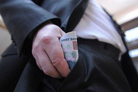 Владимир Путин подписал закон, по которому члены правительства будут отчитываться о собственных доходах.