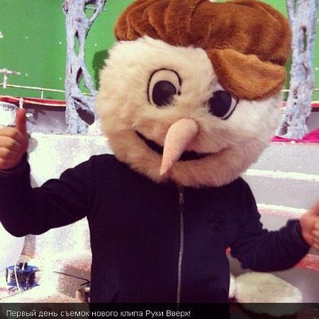 Сергей Жуков выложил в Твиттере фотографии со съемок нового клипа группы «Руки вверх».