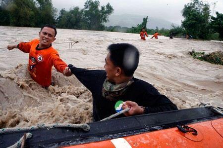 Количество жертв тайфуна Бофа на Филлипинах достигло 475 человек.