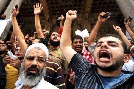В Каире подожгли штаб-квартиру «Братьев мусульман».