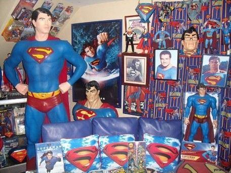 Дом Герберта Чавеса полон комиксов, плакатов, фигурок Супермена