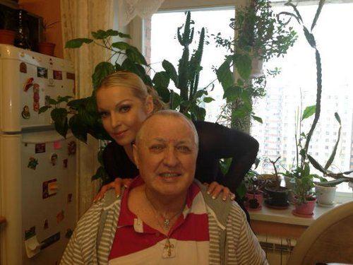 Анастасия Волочкова с мамой и папой