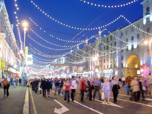 Проезжую часть московских улиц отдадут пешеходам
