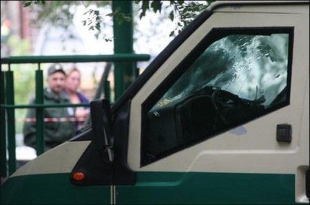 В Екатеринбурге в ТЦ «Гринвич» двое инкассаторов украли искусственную елку.