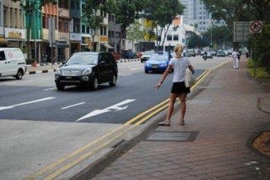 Традиция останавливать знаменитые желтые такси взмахом руки уходит в прошлое
