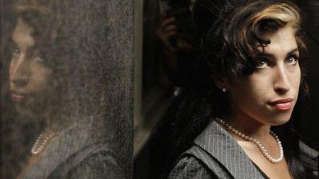 В Великобритании продолжат расследование причин смерти Эми Уайнхаус.