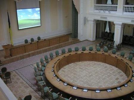 Президент Украины Виктор Янукович отправил в отставку 8 министров и назначил новое правительство.