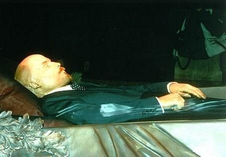 В настоящее время решается, вынесут ли тело Ленина из Мавзолея на время ремонта.