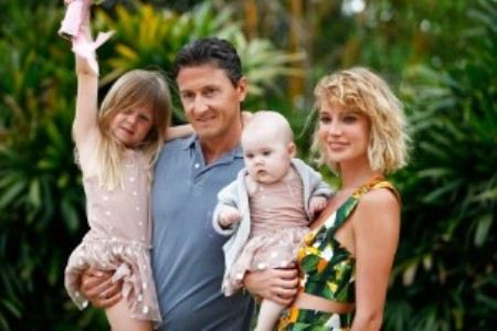 Глюкоза с мужем Александром Чистяковым и дочками