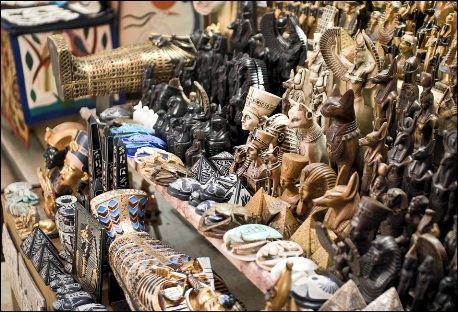 В Древнем Египте не было денег, и все расчеты по платежам производились другими товарами, или натурой.