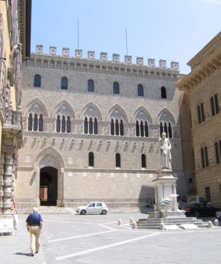 Сегодня самый древний банк мира Banca Monte dei Paschi di Siena состоит из примерно 3 000 филиалов по всему миру