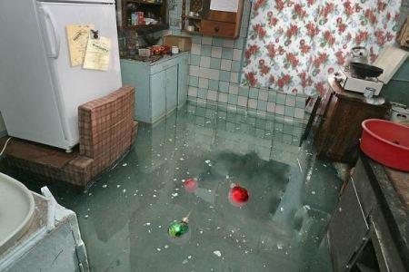 В комнатах стоит вода