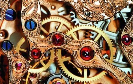 Многие детали швейцарских часов покрывают латунью