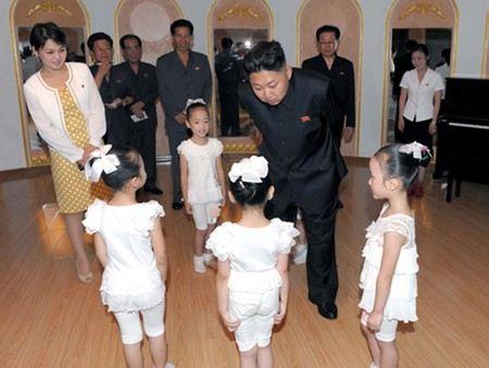 Жена северо-корейского лидера Ким Чен Ына Ли Соль Чжу родила ребенка.