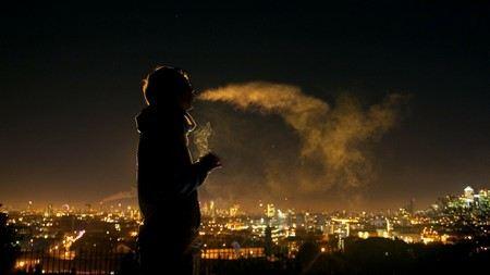 Депутаты Госдумы предлагают запретить курение на работе и в фильмах.