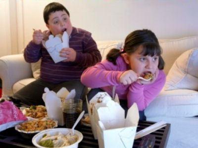 Обед у экрана - путь к ожирению