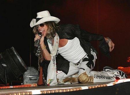 Вокалист Aerosmith Стивен Тайлер разорвал помолвку с Эрин Бреди.