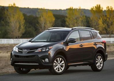 Новая Toyota RAV4 в дороге