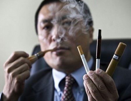 Депутаты Госдумы предлагают запретить продажу электронных сигарет и жвачки, имитирующие сигареты.