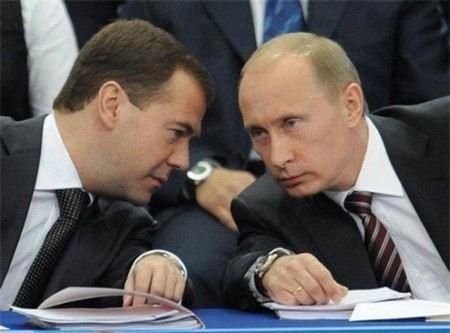 Вице-премьер Дворкович объяснил, почему на форум в Давос поедет Медведев, а не Путин.