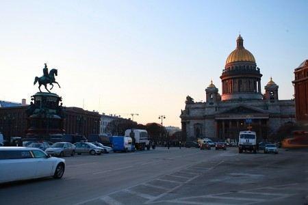 В Смольном приняли в первом чтении закон о митингах, который предложил губернатор Полтавченко.