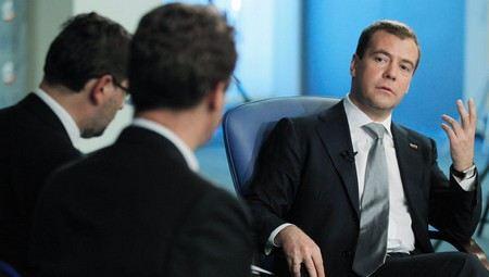 Дмитрий Медведев рассказал, сколько денег получил бюджет от приватизации в 2012 году и какие компании будут переданы в частную собственность в текущем, 2013 году.