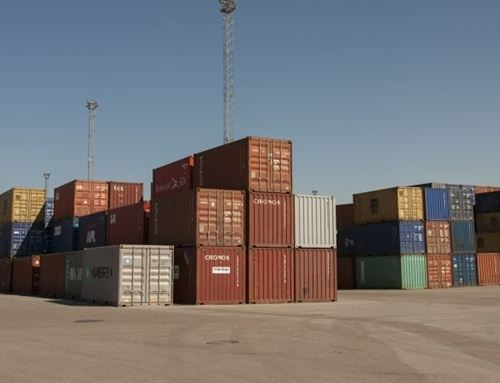 Контейнеры в порту Мууга
