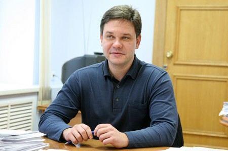 Следственный комитет объявил в розыск Константина Арзамасцева - экс-руководителя департамента госсобственности Кировской области.