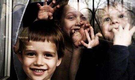 Владимир Путин поручил полпредам контролировать судьбы детей-сирот.