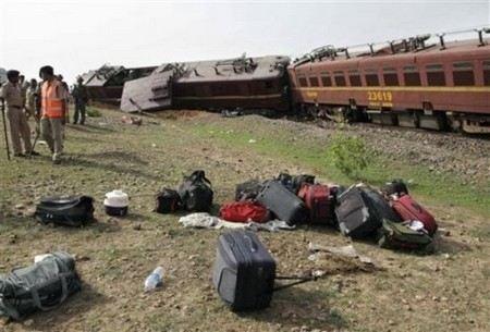 В ЮАР столкнулись два пригородных пассажирских поезда.