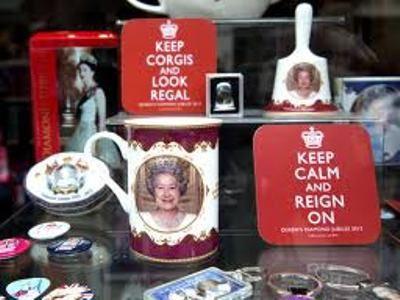 Сувениры в честь юбилея королевы