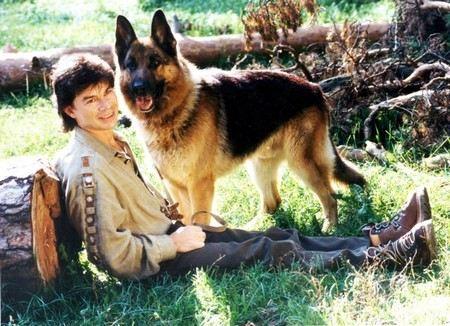 Олег Газманов скучает по любимому псу и выкладывает его фотографии в интернет.