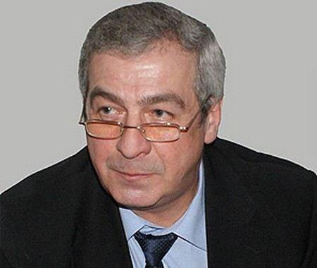 В Московской области генерал-майор Игорь Андреев умер после того, как поскользнулся у собственного дома.
